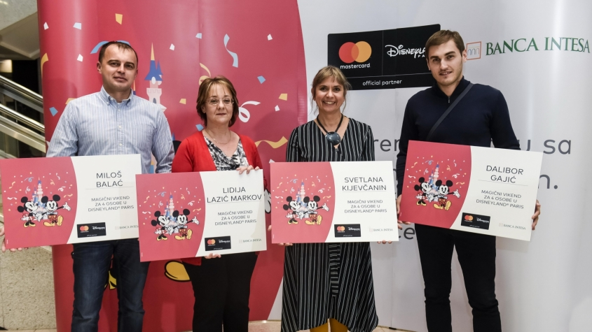 "The winners announcement of ""Banca Intesa and Mastercard are taking you to Disneyland Paris"""